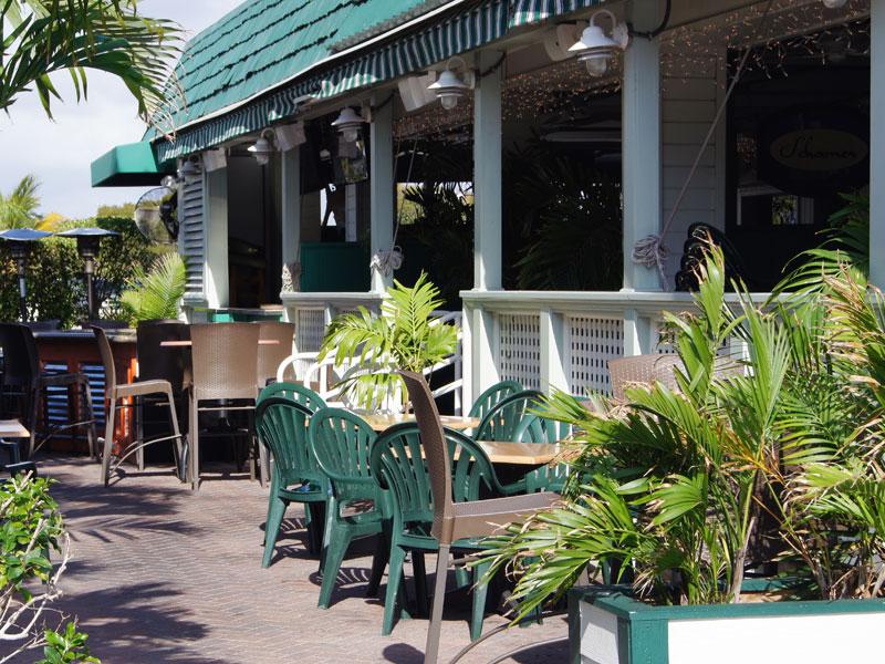 schooners-front-patio