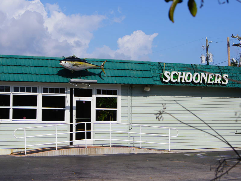 schooners-side-entrance